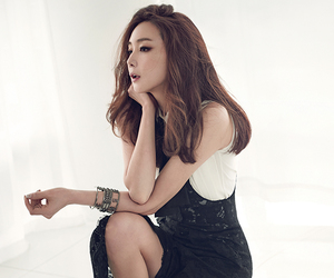 instyle, choi ji woo, and two tone dress image