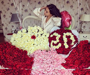 flowers, luxury, and red image