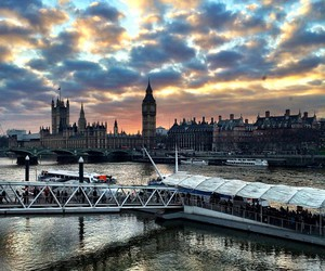 london and city image