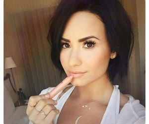beauty, demi lovato, and lovatic image