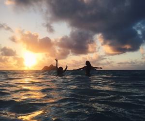 bikini, hawaii, and live image