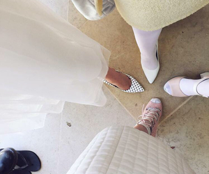 abigail breslin, emma roberts, and scream queens image