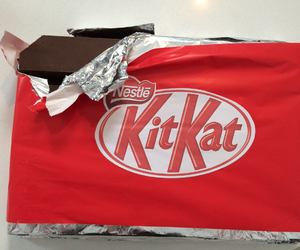 kit kat and that looks so good image