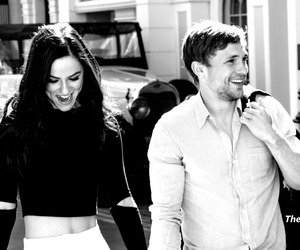 Elizabeth Hurley, william moseley, and merritt patterson image