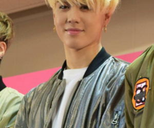 blond hair, japan, and kcon image