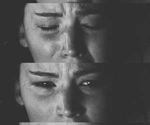 katniss everdeen, cry, and Jennifer Lawrence image