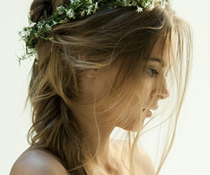 blonde hair, hair, and messy hair image