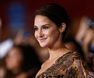 red carpet and Shailene Woodley image