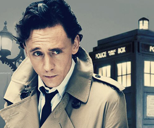 tom hiddleston and tardis image