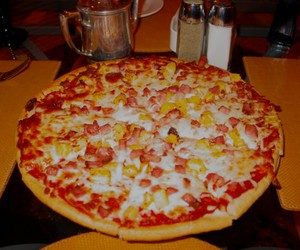 pineapple, yummy, and pizza image