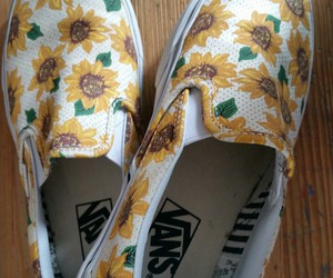chaussure, fleur, and Jaune image