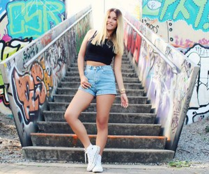dagi bee and youtube image