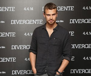 insurgent, theo james, and divergente image