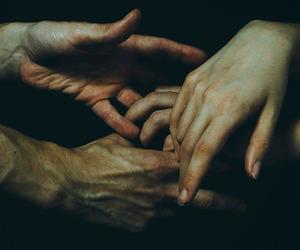 amor, couple, and dedos image