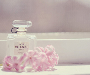 Image by Ma chambre rose by Sophia