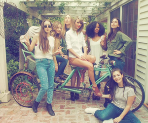 Taylor Swift, lorde, and friends image