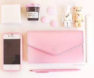 iphone, pretty girl, and girly stuff image