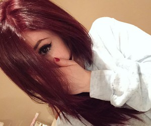 chrissy costanza, hair, and against the current image