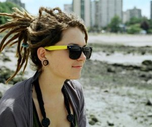 girl and dreads image