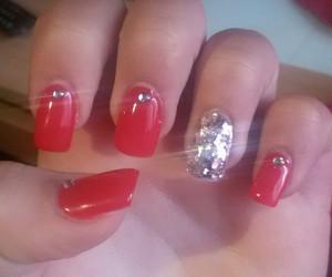 red nails chique sparkl image