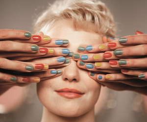 nails and populaire image