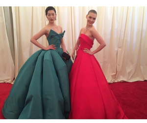 liu wen, red dress, and met gala image