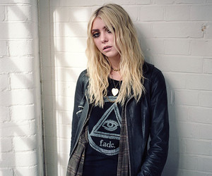taylormomsen and theprettyreckless image