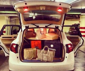 car and bags image