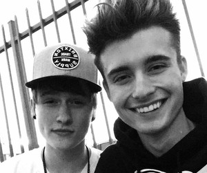christian collins, weeklychris, and youtuber image