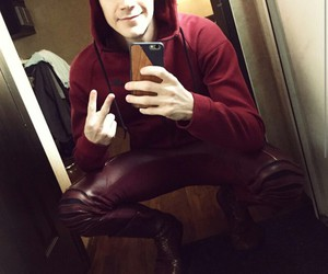 grant gustin and barry allen image