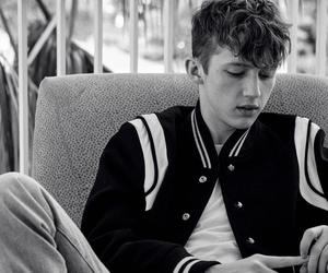 troye sivan and youtuber image
