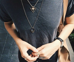 bag, hands, and rings image
