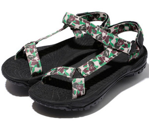 camo and sandals image
