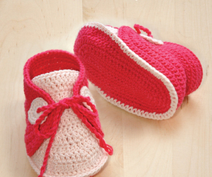baby booties and crochet pattern image