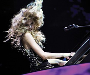 cool, hair, and Taylor Swift image