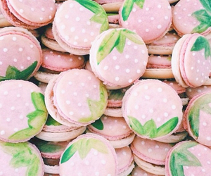 macaroons and strawberry image