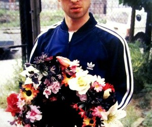 noel gallagher, oasis, and flowers image