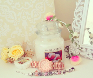 yankee candle and candle image