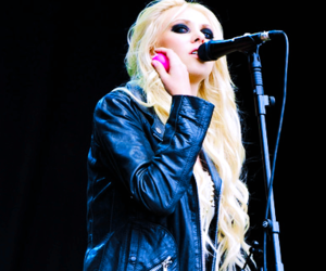 taylor, the pretty reckless, and Taylor Momsen image