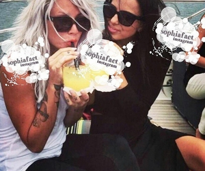 lou teasdale, sophia smith, and one direction image