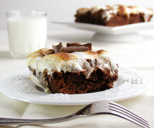 food, marshmallow, and cakes image