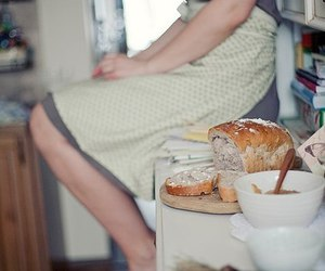 bread and kitchen image