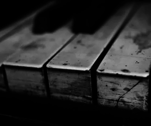 details, photography, and piano image