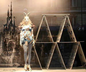 window display, alice in wonderland, and le printemps image