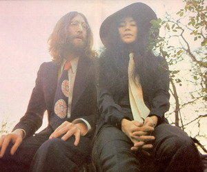 Yoko Ono, john lennon, and the beatles image