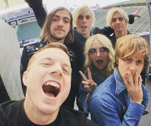 blonde, r5, and ross lynch image