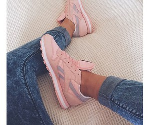pink and shoues image