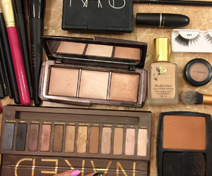 beauty, chanel, and hourglass image