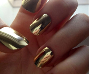 nails and gold image