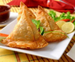 indian food and samosa image
